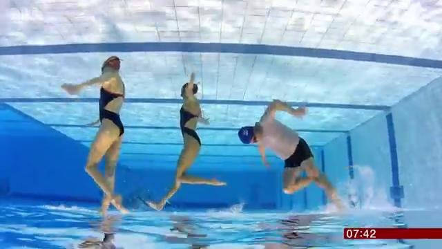 Mike Bushell trying out sychronised swimming with two members of Team GB for BBC Breakfast