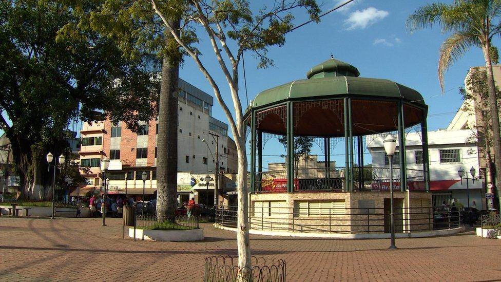 Plaza vacía en Barão de Cocais