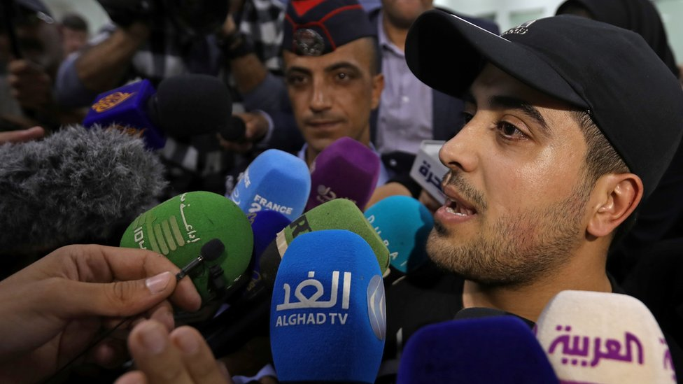 Abdul Rahman Miri speaks to reporters at the King Hussein Bridge border crossing after being released by Israel (6 November 2019)