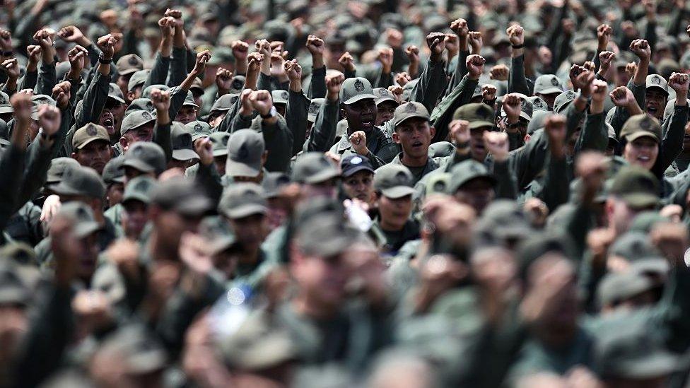 Militares.