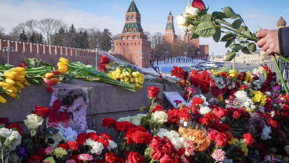 Шестая годовщина убийства Немцова. В России и по всему миру проходят акции в его память