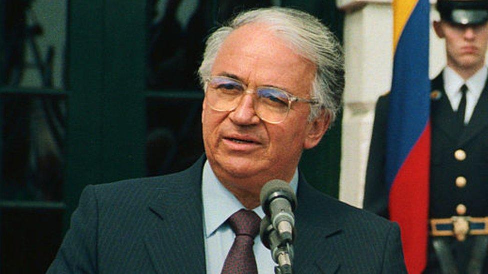 El entonces presidente Betancur dijo que no haría caso a las exigencias de la FIFA.
