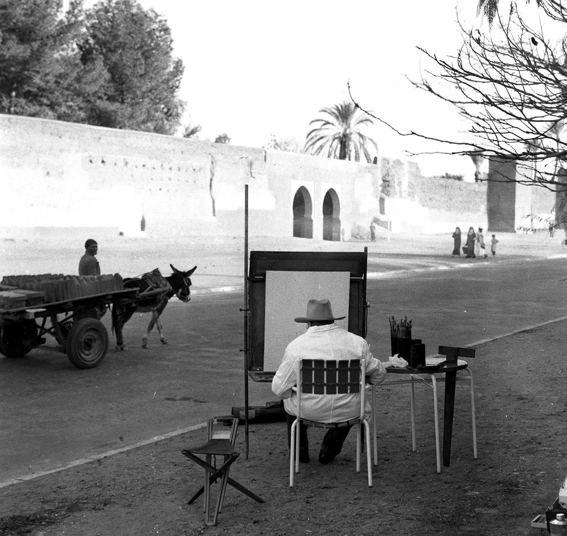 لقطة نادرة لرئيس الوزراء البريطاني تشرشل يمارس هوايته بالرسم في مراكش
