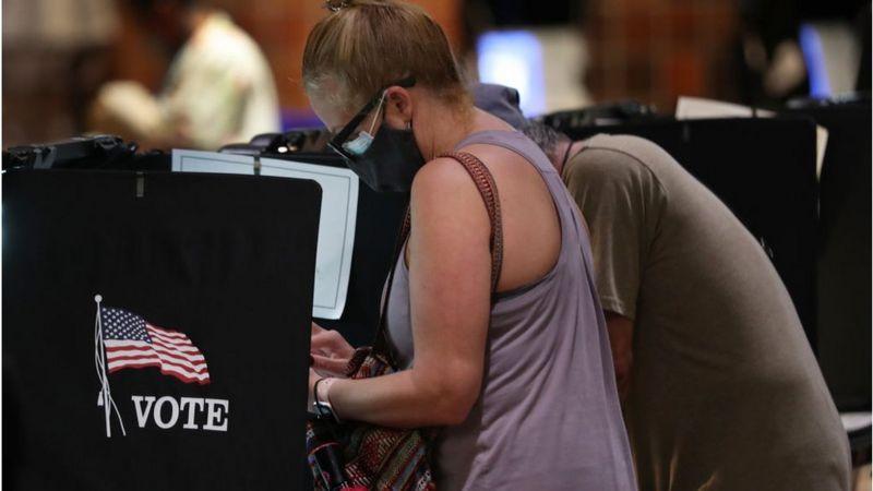 الانتخابات الأمريكية 2020: مسؤولون أمريكيون يتهمون إيران وروسيا بمحاولة التأثير على الناخبين
