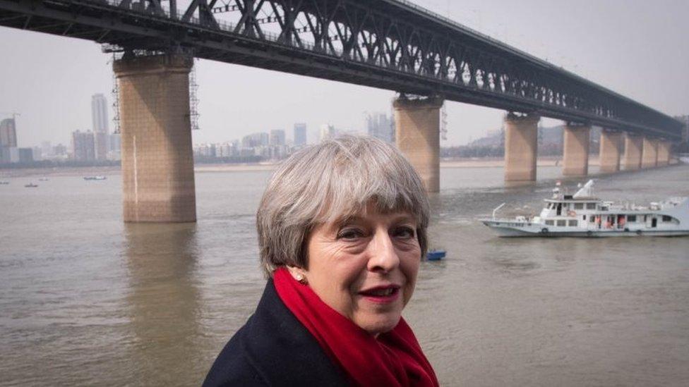 英國首相特蕾莎·梅2018年1月訪問中國時在武漢長江邊留影。