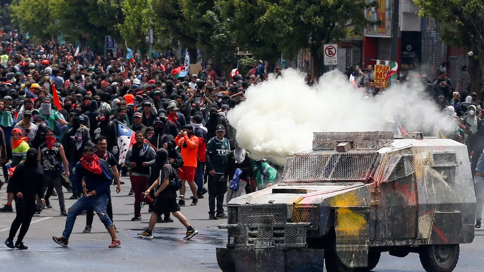 Demonstrators clash with security forces during a protest against Chile's government in Valparaiso on 12 November, 2019.
