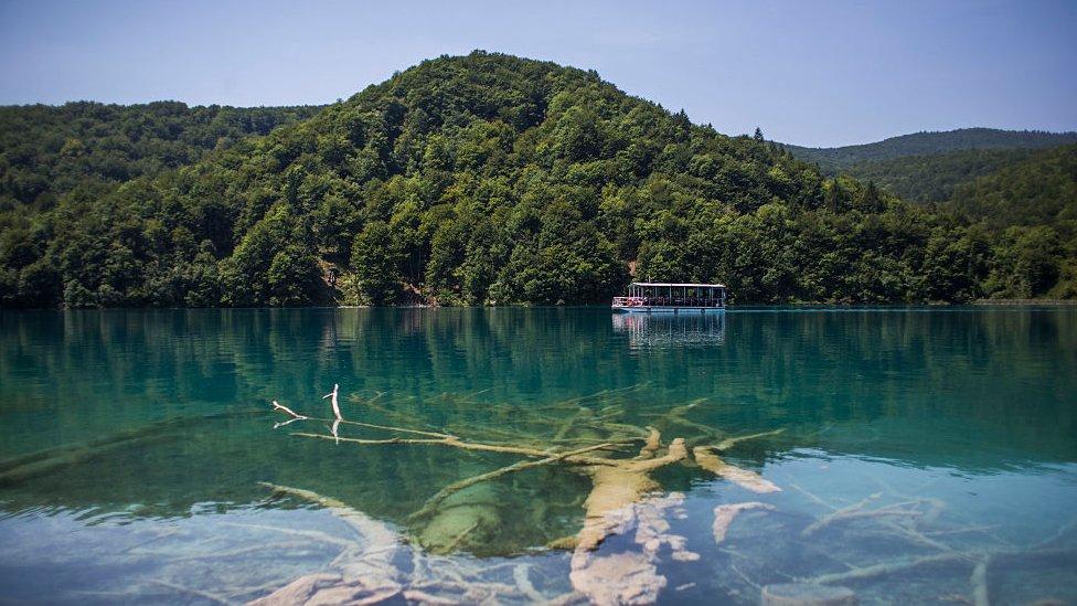 El Parque Nacional de Plitvice es el parque nacional más grande de Croacia y está catalogado como Patrimonio de la Humanidad por la UNESCO.