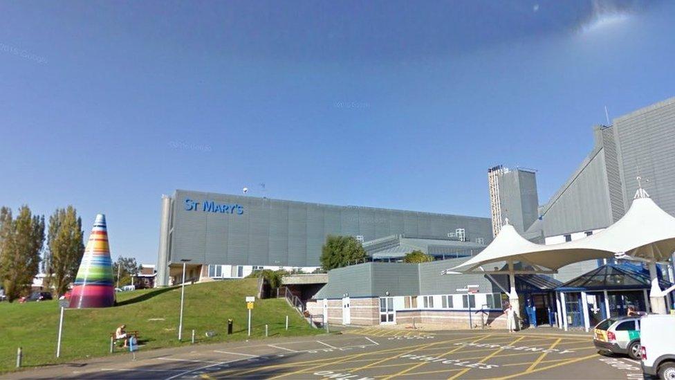 Isle of Wight hospital trainee doctors 'left alone'