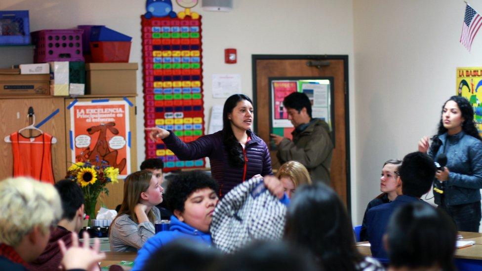 Una clase de la escuela Cien Aguas International en Albuquerque.