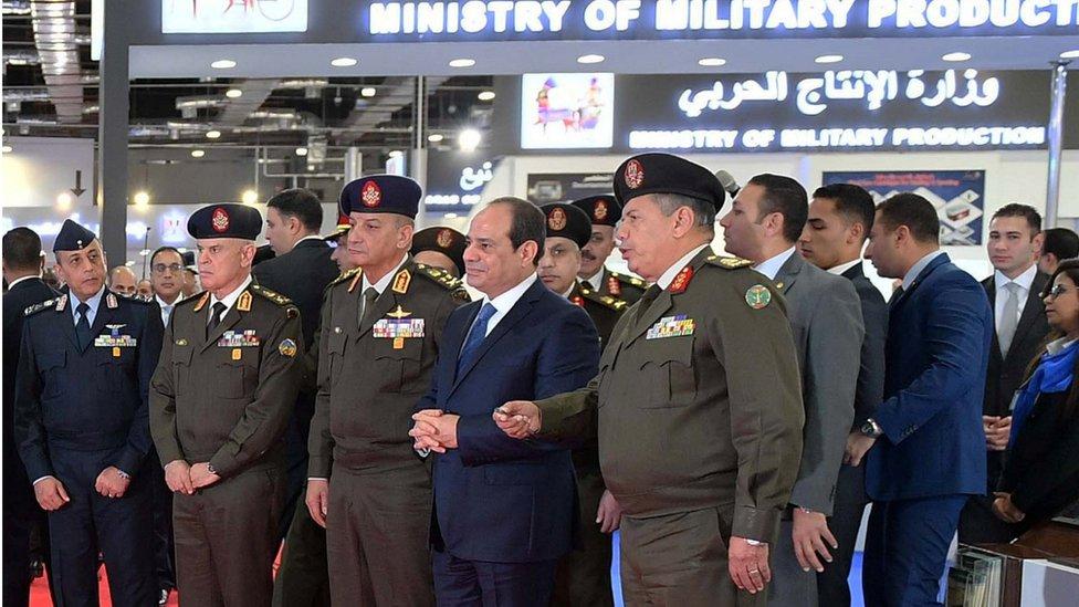 السيسي وبعض القادة العسكريين