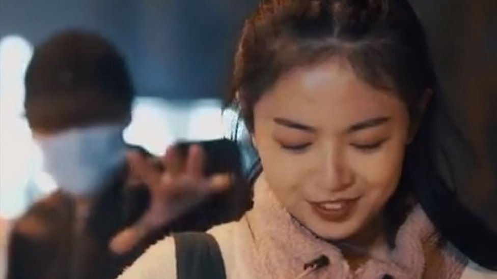 China: Make-up wipes ad pulled over victim-blaming claims thumbnail