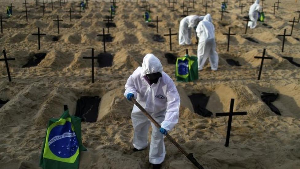 Tributo às vítimas da pandemia, em setembro, no Rio