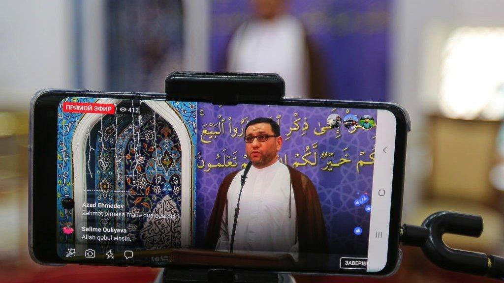 بث حي للإمام شاهين حسنلي من أحد مساجد باكو في أذربيجان