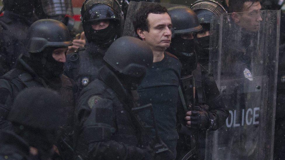 Police arrest Albin Kurti (28 Nov)