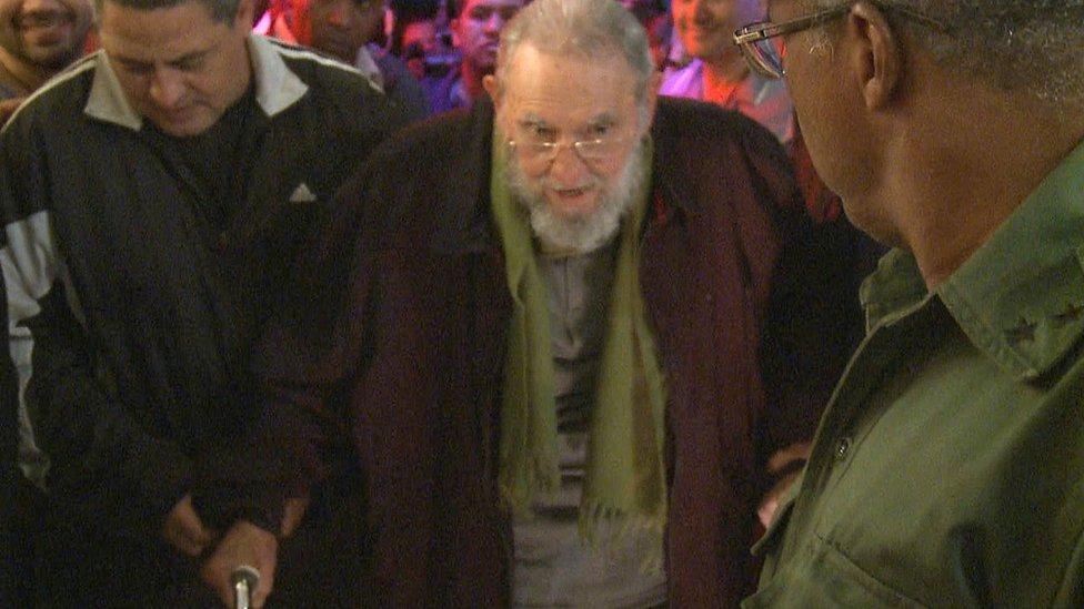 Fidel Castro con un bastón