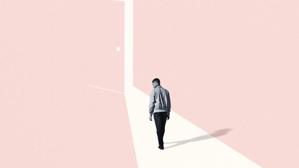Ilustración de una persona caminando hacia una puerta