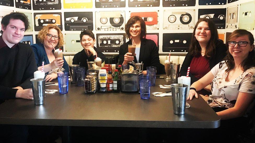 Ashley, Zoe, Alexis y Amanda con el resto de la familia.