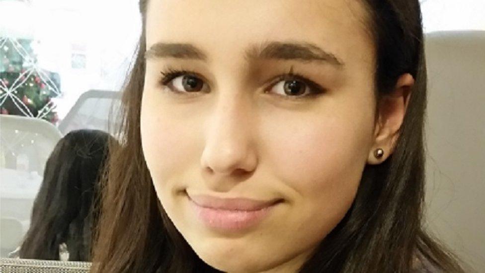 توفيت الصبية البريطانية نتاشا ادنان لابيروس اثر تناول شطيرة تحتوي سمسم