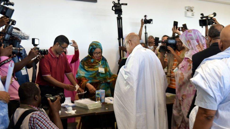 المشهد من إحدى لجان التصويت في الانتخابات الرئاسية في موريتانيا