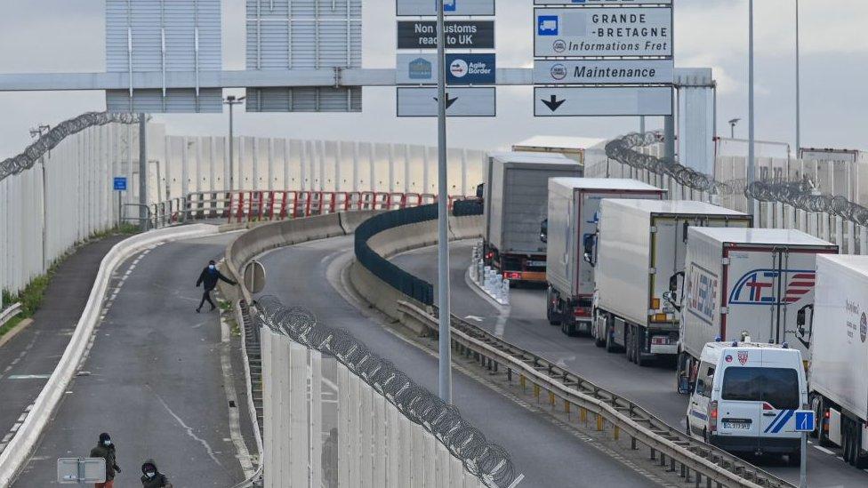 Camiones en la frontera entre Reino Unido y Francia.