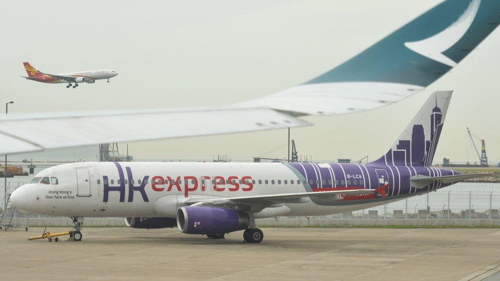一架國泰香港快運空客A320客機停在香港國際機場停機坪上(3/7/2019)