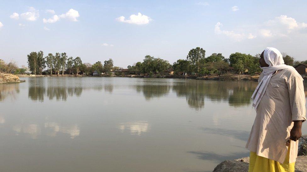 सूखे बुंदेलखंड में कैसे हरा-भरा है ये गांव