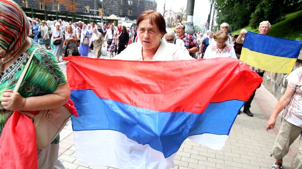 Опрос: 41% украинцев считают себя единым народом с россиянами, 55% с этим не согласны