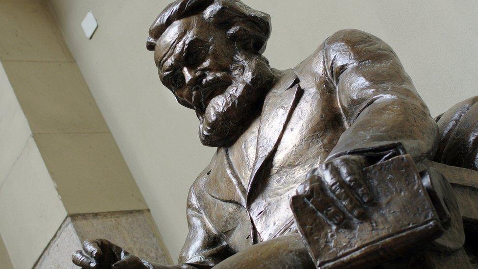 Foto de estatua de Marx en Budapest.