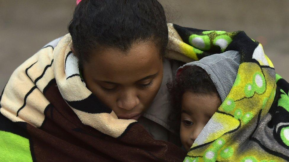 Venezolana con su hijo
