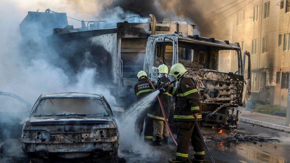 قوات الاطفاء في البرازيل تسعى للسيطرة على الحرائق
