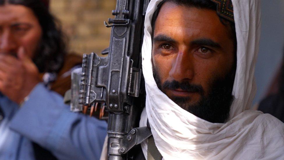 """Afganistán   """"Me aseguraron que Kabul no caería hasta dentro de tres meses.  Hoy el Talibán entró a mi hotel"""": el chileno atrapado en medio de la caída  de la capital -"""