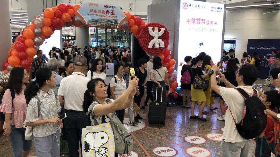 有人專程來見證高鐵香港段首日通車。