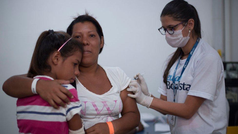 La atención sanitaria a los inmigrantes requiere la inversión de grandes recursos.