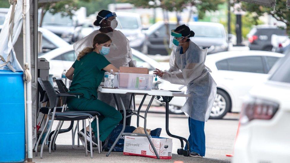 Puesto ambulante de pruebas de coronavirus en Texas
