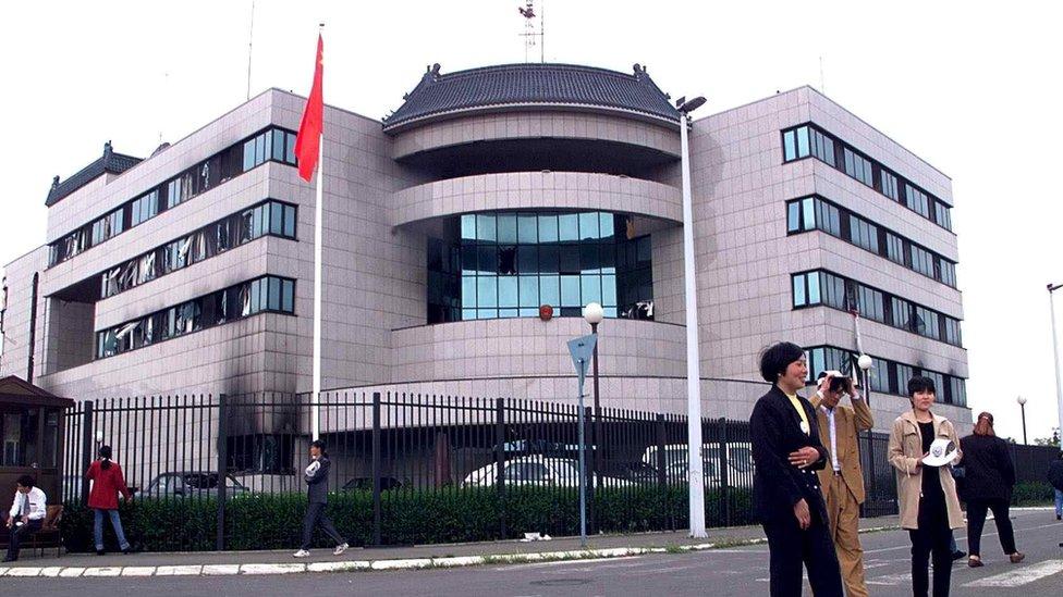Ulaz u Kinesku ambasadu u Beogradu