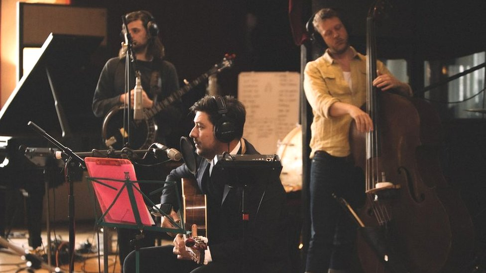 Mumford & Sons 'grapple with manhood'