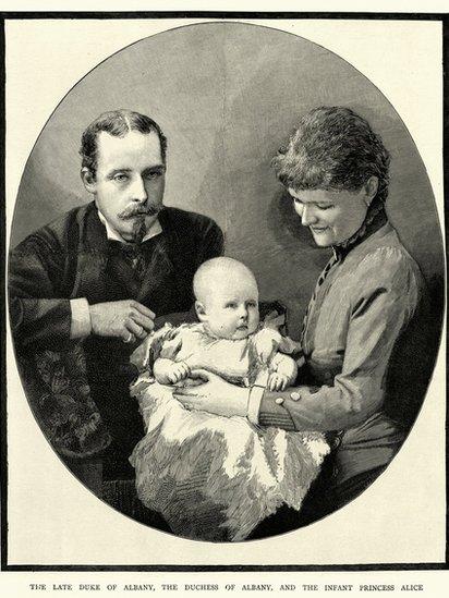 El príncipe Leopoldo, su esposa la duquesa de Albania y la princesa Alice.