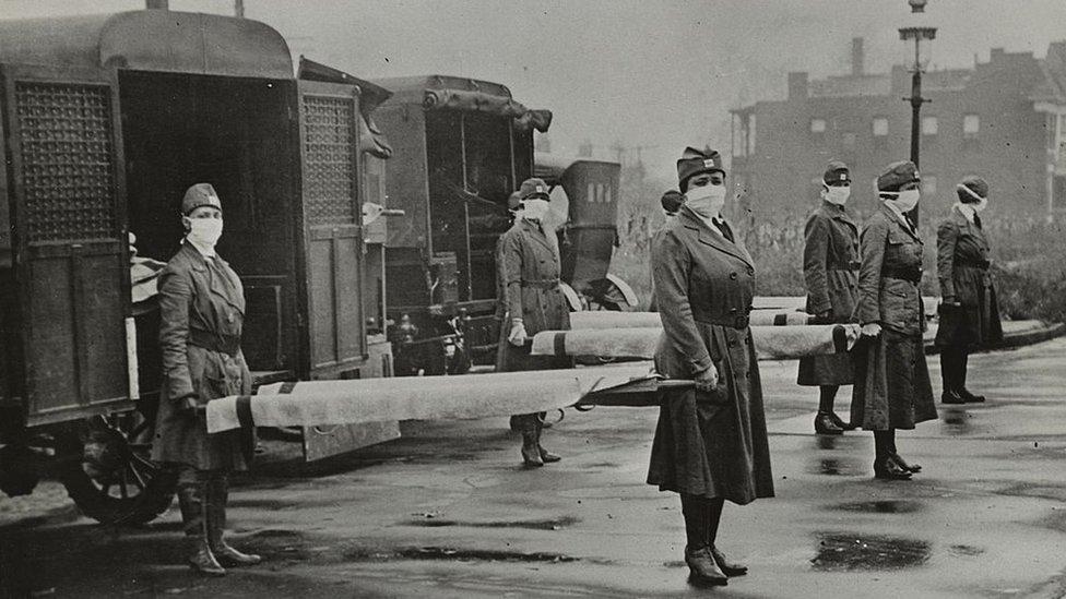 Equipos de la Cruz Roja de St. Louis durante la Primera Guerra Mundial.