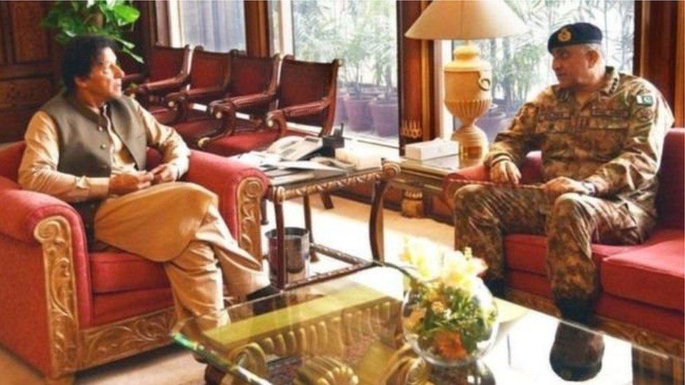 पाकिस्तान के सेना प्रमुख का कार्यकाल तीन साल बढ़ा