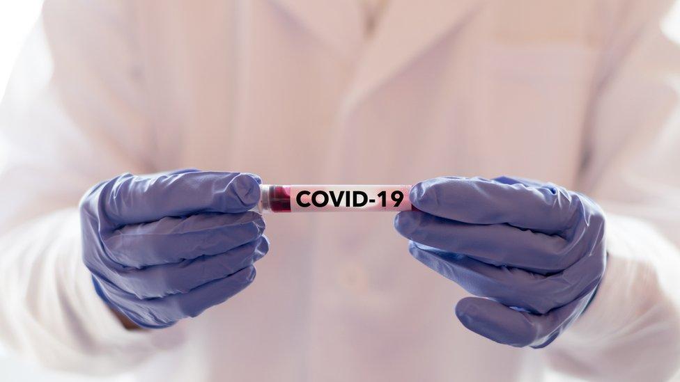 Estudo em hospital mostra que 80% dos pacientes internados com covid-19 tinham deficiência de vitamina D