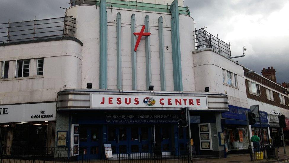 El Jesus Centre (Centro de Jesús), la antigua sede del grupo, en Northampton.