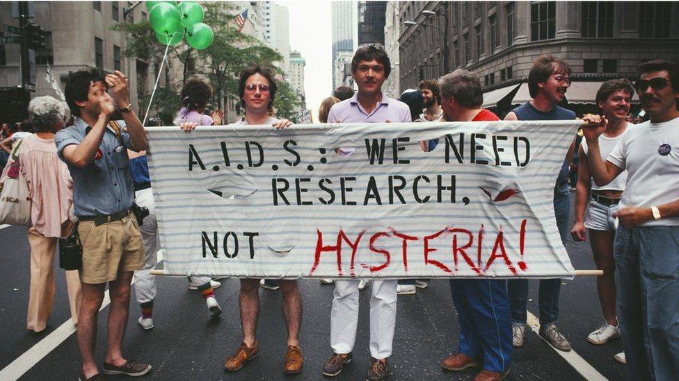 Proteklih decenija, širile su se opasne laži o AIDS-u koje su samo pogoršale krizu