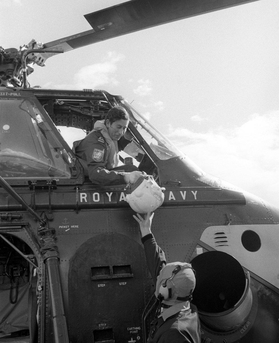 Princ Čarls u avionu Kraljevske mornarice