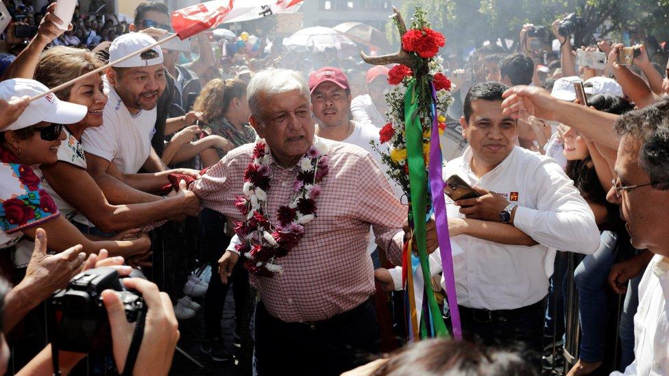 AMLO durante un acto de campaña