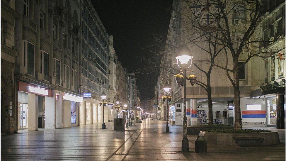 Prazna Knez Mihailova ulica noću, Beograd, mart 2020.