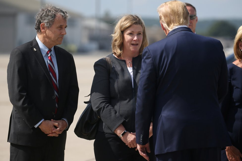 Donald Trump talks with Nan Whaley at Wright-Patterson Air Force Base, 7 August