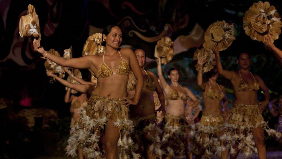 Menos de la mitad de residentes se declara rapanui, lo que preocupa a las autoridades, que temen que se pierda la cultura.
