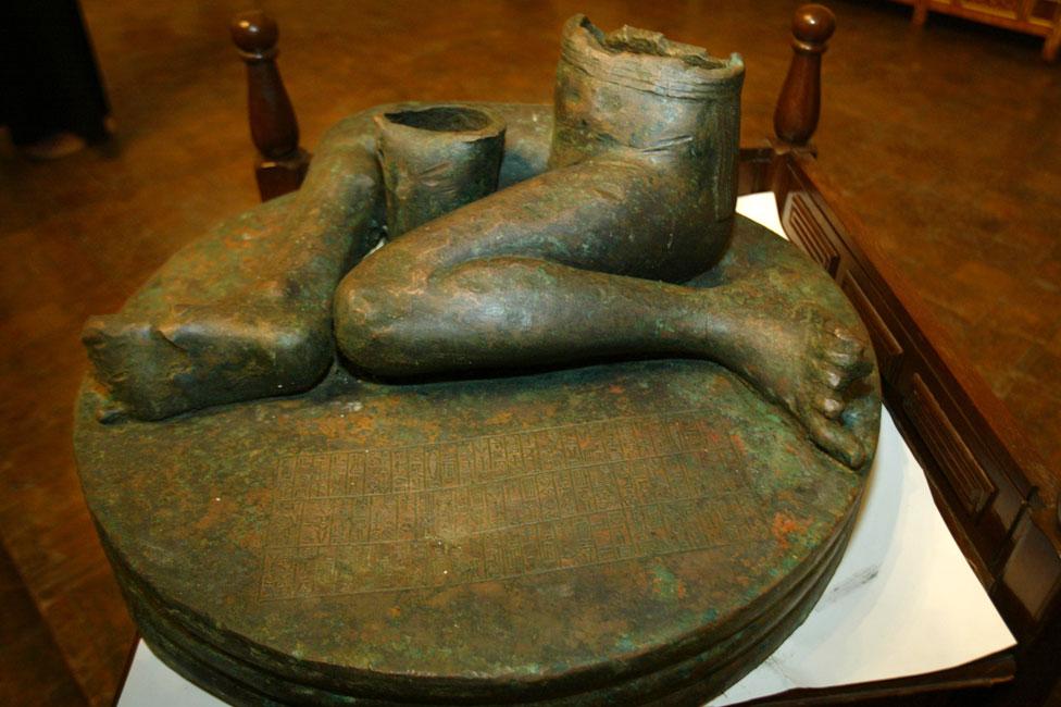 Bassetki statue