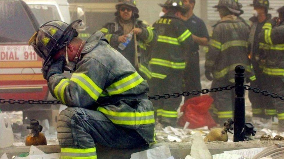 رجال إنقاذ أمريكيون يوم 11 سبتمبر