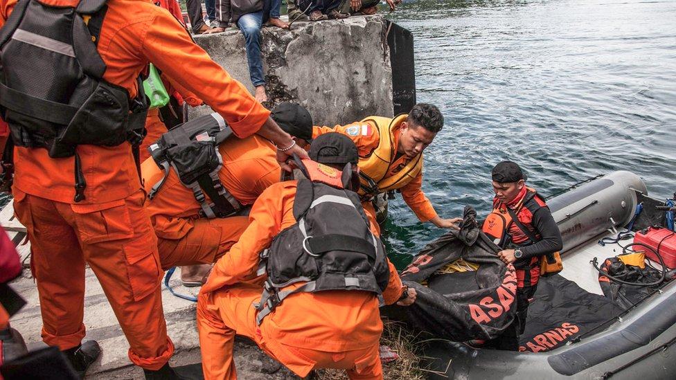 فرق الإنقاذ الإندونيسية